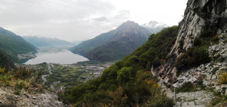 Il panorma salendo la valle e lasciandosi alle spalle il Lago di Novate (punta del Lago di Como)